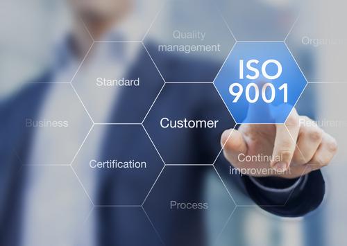 Read more about the article ISO:9001:2015 -System zarządzania jakością. Kluczowe korzyści z wdrożenia dla małych i średnich firm.